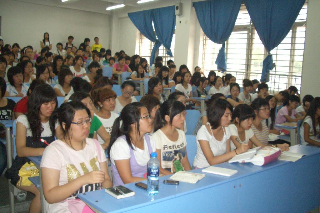 外国语学院专业讲座-辽宁工业大学外语学院