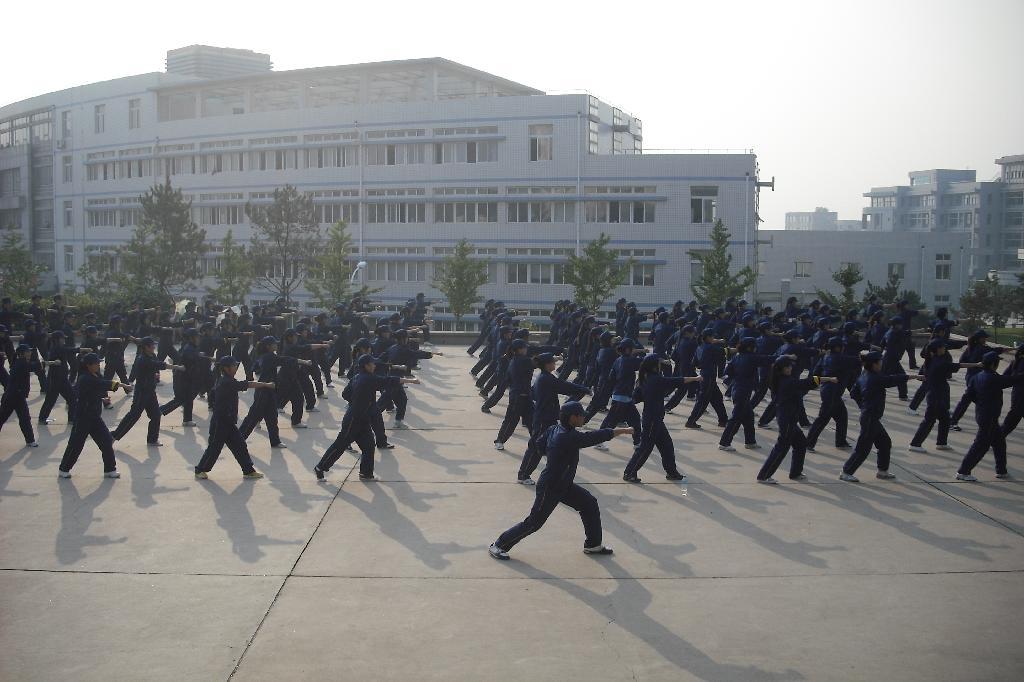 女子校生肛门科盗撮_9月10日,我校2010 级新生军训会操大会在体育场隆重举行.